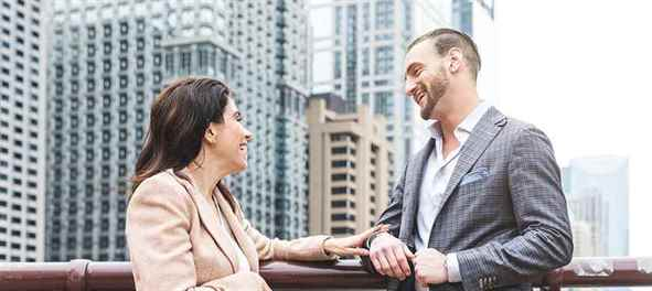 Couple talking about SEO in Chicago